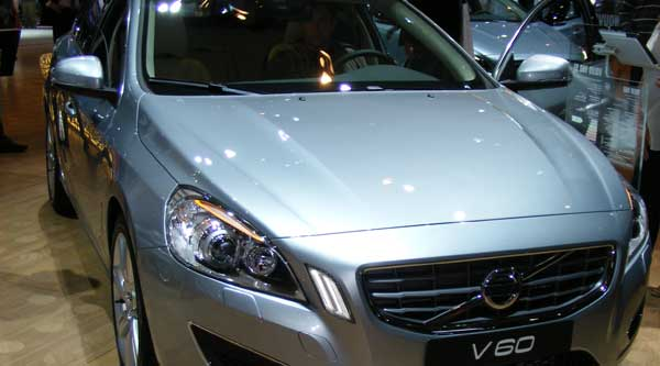 silver volvo v60 fromt Paris Motor Show